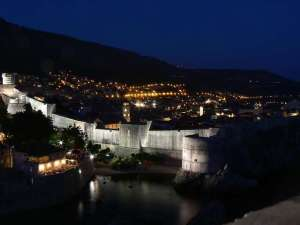 spectacular picture of dubrovnik by night