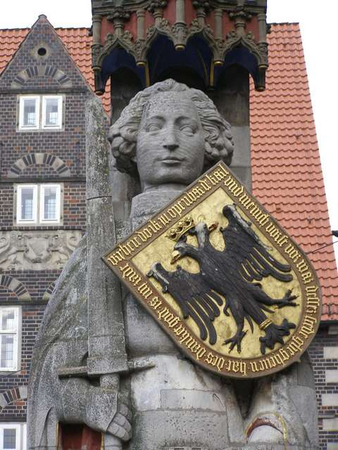 statue-of-roland-the-knight-photo
